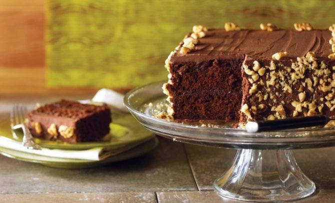 I FEED THIS GUINNESS STOUT CHOCOLATE LAYER CAKE TO MY FATHER ONLY IN MY DREAMS